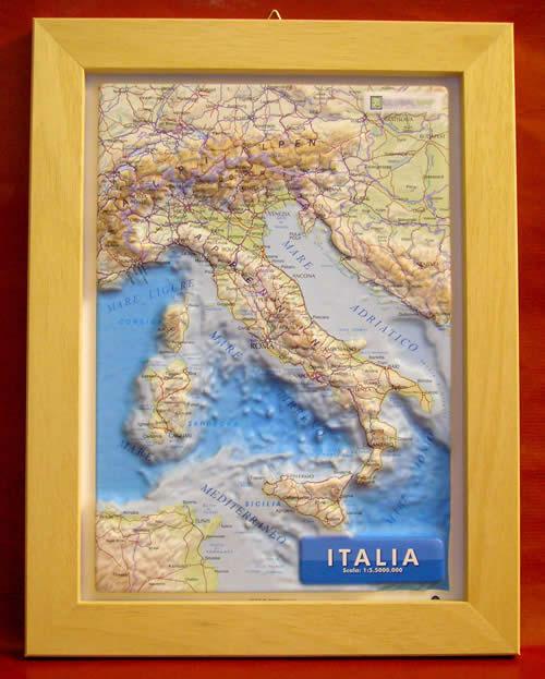 immagine di mappa in rilievo mappa in rilievo Italia - mappa in rilievo con cornice in legno - 28 x 36 cm
