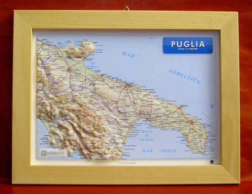 immagine di mappa in rilievo mappa in rilievo Puglia - mappa in rilievo con cornice in legno 36x28 cm