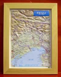 Friuli - carta in rilievo con cornice in legno 28x36 cm