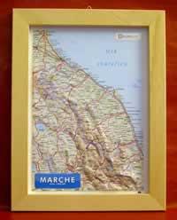 Marche - carta in rilievo con cornice in legno 28x36 cm