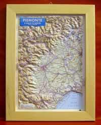 Piemonte - carta in rilievo con cornice in legno 28x36 cm