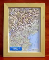 Veneto - carta in rilievo con cornice in legno 28x36 cm