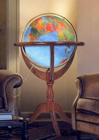 globo geografico Elegante globo geografico gigante, luminoso, fisico e politico - con base a culla, fusto tornito e treppiede da terra in legno di noce - diametro 50 cm (altezza 115 cm)