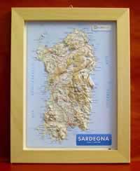 mappa Sardegna in rilievo con cornice legno 28x36 cm